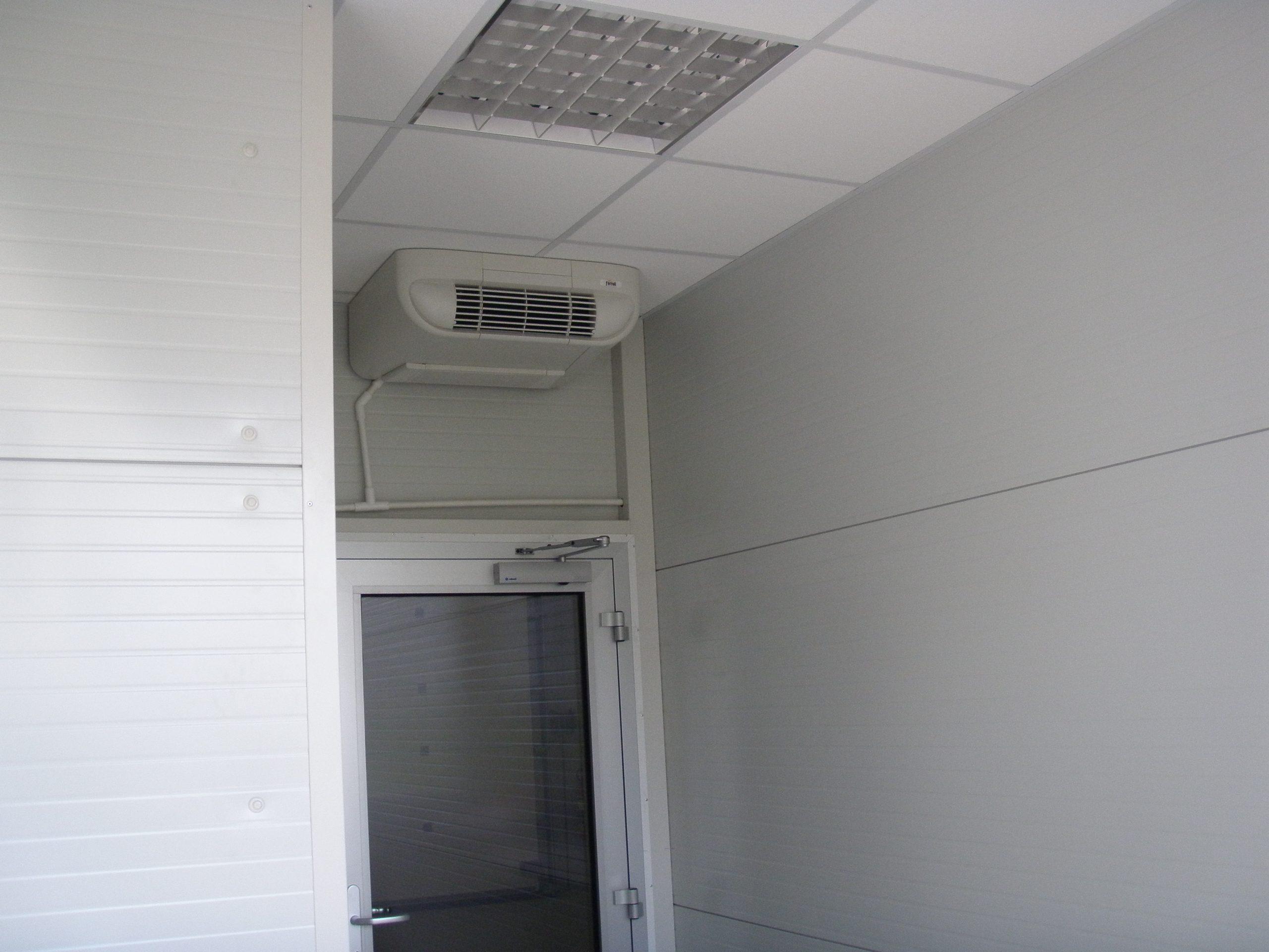 Multifunkční radiátor v kanceláři